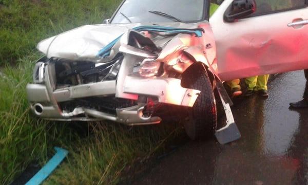 La mujer fallecida chocó contra este vehículo Ford.