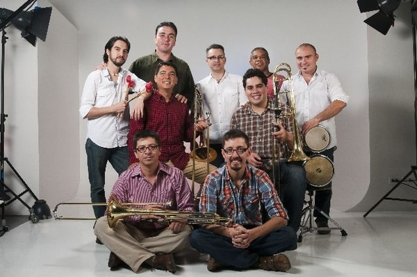 La orquesta nacional Son de Tikizia tocará con El Cigala una fusión de ritmos latinos. Para la banda, ambos conciertos con el músico español representan un premio al trabajo realizado en los últimos años. Luis NavarroReconocimiento.