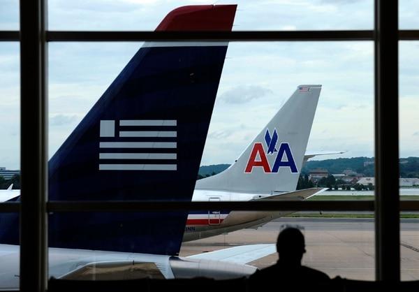 La fusión de ambas firmas crearía la mayor aerolínea del mundo. | AP