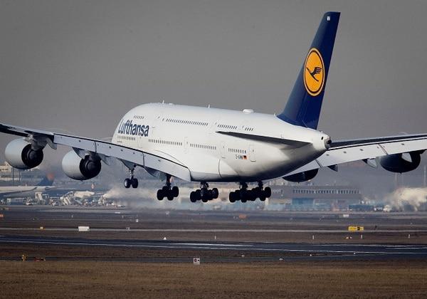 El modelo A380, el avión de pasajeros más grande que existe, tiende a quedar aparcado por falta de demanda. FOTO AFP