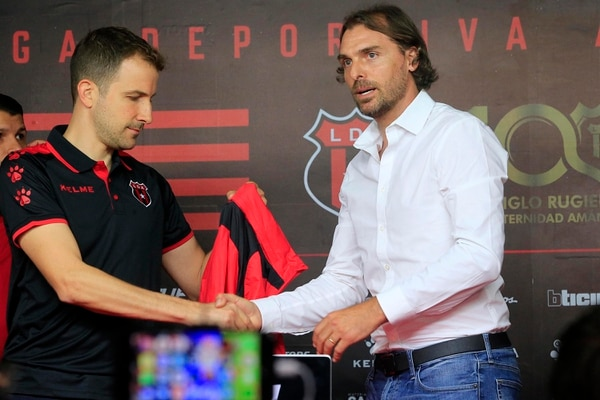 El 24 de mayo fue la presentación oficial de Andrés Carevic como técnico de Alajuelense. Foto: Rafael Pacheco