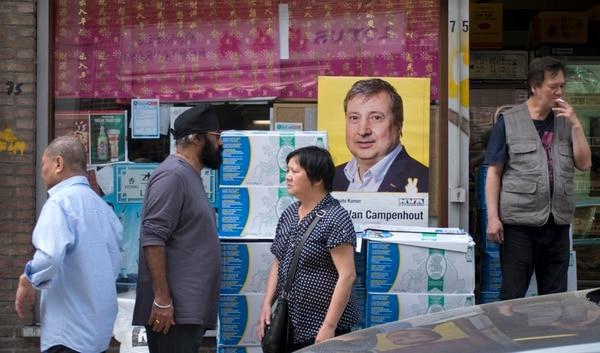Afiches en el barrio chino de Amberes, Bélgica, llamaban a votar en las elecciones europeas. En ese país, los comicios será el domingo 26 de mayo del 2019.