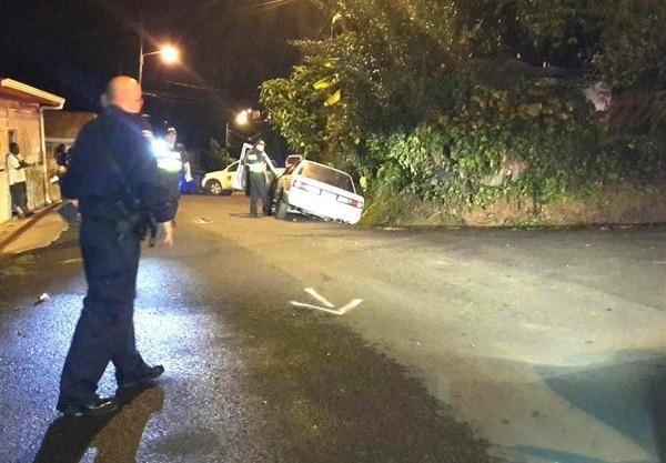 Debido a los disparos que recibió, Cooper perdió el control de su vehículo que quedó incustrado en una cuneta a un lado de la vía.