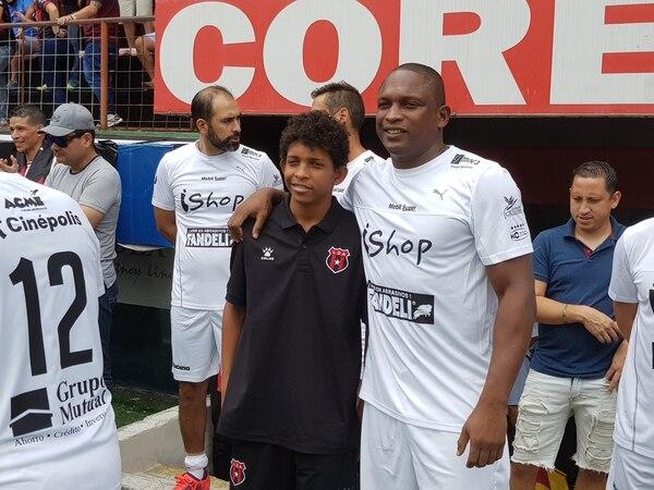 A Froylán Ledezma le impresiona el fútbol de su hijo Juan Pablo y dice que solo hay que darle tiempo, pues según él, tiene mucho futuro. Fotografía: Fanny Tayver