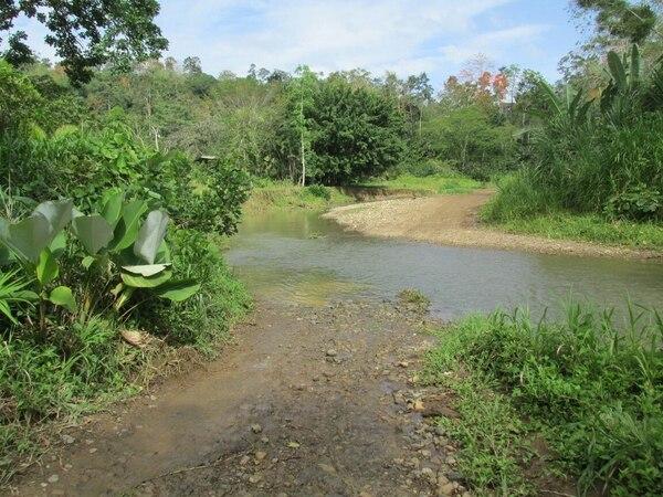 El ataque ocurrió cuando el vehículo pasaba por este río.