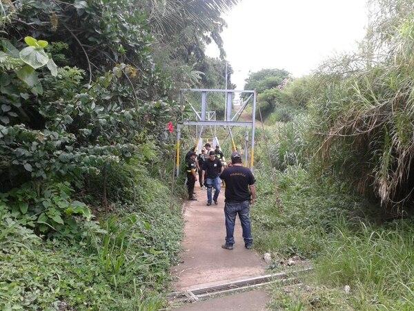 Agentes judiciales y de la Fuerza Pública realizan búsqueda de niña de seis años en Heredia.