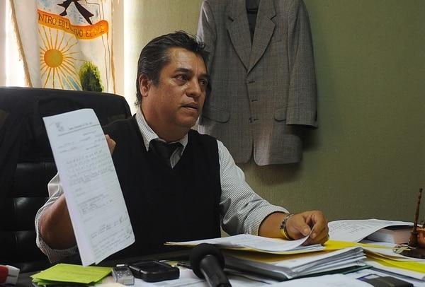 El director del colegio, Verny Quirós, mostró el registro de acciones antidrogas realizadas. | DIANA MÉNDEZ