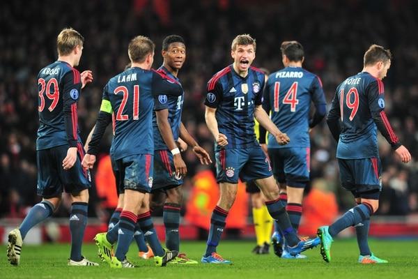 Thomas Mueller (tercero de der. a izq.) celebró el segundo gol del Bayern Múnich ante el Barcelona.