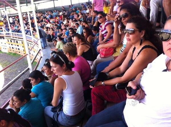 Docentes de Pococí y Guácimo, en Limón, se reúnen en el polideportivo de Guápiles, mientras que en San José el grupo se manifiesta en la rotonda de las Garantías Sociales.