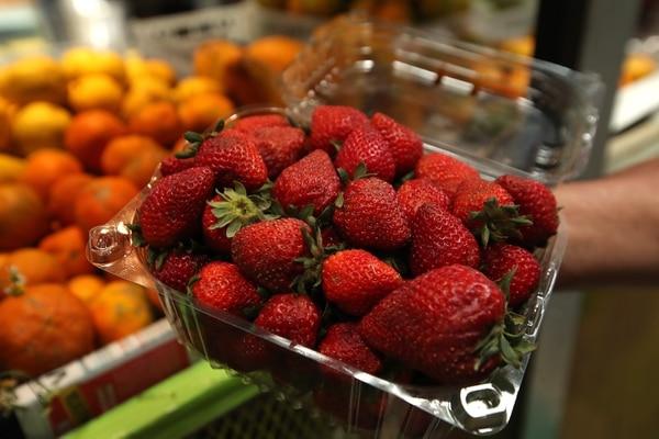 19/02/2019/ Fotos de productos de la canasta básica tributaria / en la foto caja de fresas Fotografía: John Durán