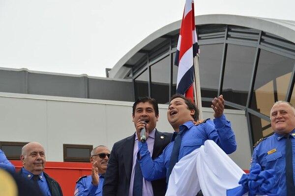 Pablo Arley cantó junto al Presidente Carlos Alvarado. Foto: cortesía Pablo Arley