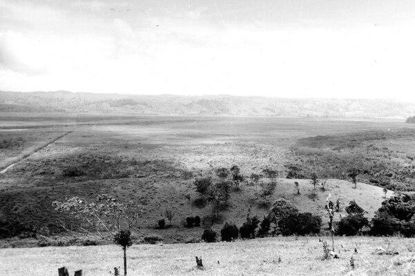 Vista de la planta Arenal hace 40 años. Foto: ICE para LN