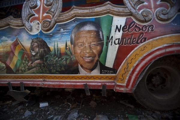 Nelson Mandela libró una la lucha contra el régimen racista del apartheid. | ARCHIVO.