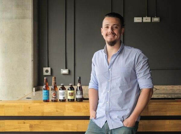 Adolfo Marín, dueño de la Cervecería Primate y del Stiefel Pub. Una de sus cervezas recibió la medalla de oro en la Copa de Cervezas de América 2017. Foto: Jeffrey Zamora.