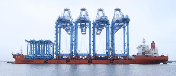 Las grúas que operarán en Moín son similares a las cuatro estructuras más grandes que aparecen en esta imagen. Fueron contratadas a la firma china Shanghai Zhenhua Heavy Industry (ZPMC).