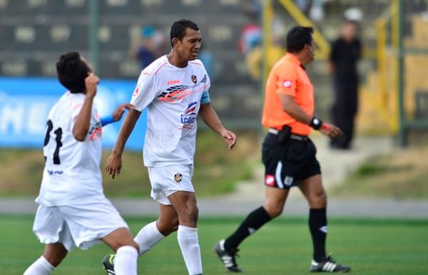 El capitán porteño Roberto Wong seguirá en el equipo en Segunda. | ARCHIVO