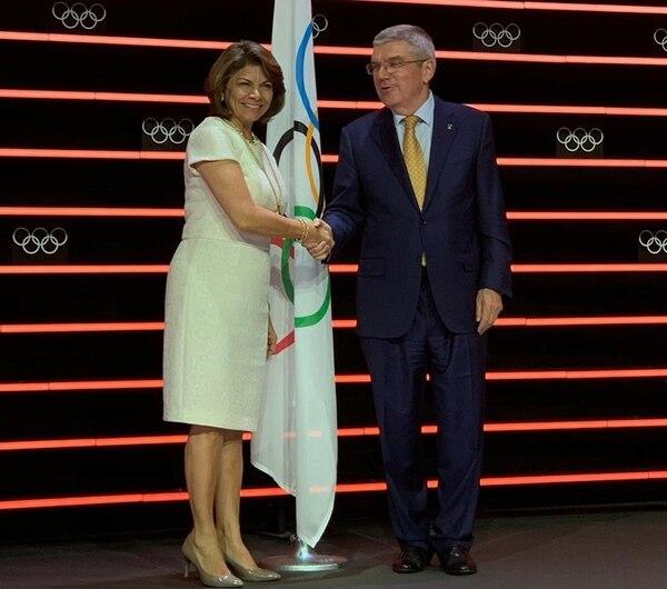 Laura Chinchilla junto al presidente del Comité Olímpico Internacional, Thomas Bach. Foto: Cortesía CON