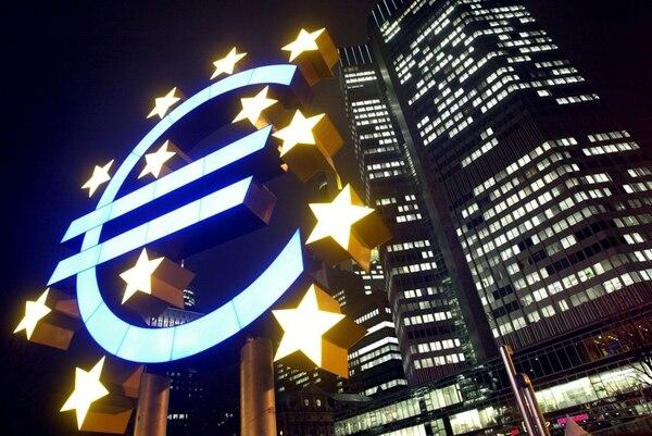 El hecho de que la moneda común europea, el euro, se mantenga firma es una de las señales positivas acerca de la fuerza de la unidad de ese continente. Sin embargo, hay amenazas políticas latentes. | ARCHIVO/AFP