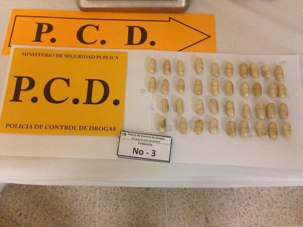 PCD detiene a un italiano en el aeropuerto Juan Santamaría, Alajuela, por ocultar 91 óvulos de cocaína en su estómago.