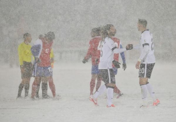 Costa Rica perdió su único juego en la hexagonal de Concacaf ante Estados Unidos (1-0) bajo una enorme nevada en Denver.