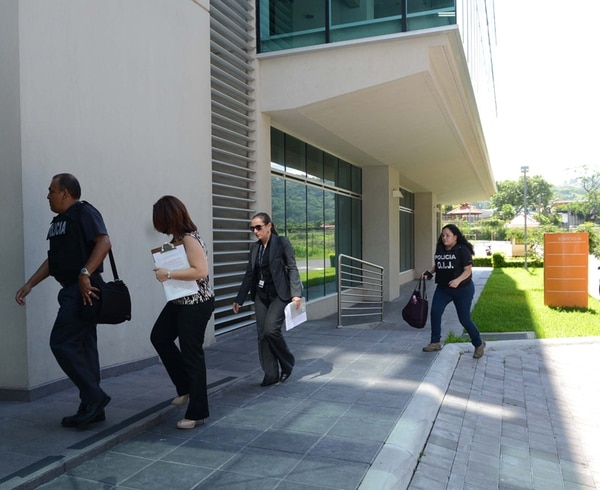 Las oficinas de Synthes, en Santa Ana, fueron allanadas ayer por agentes del Organismo de Investigación Judicial (OIJ) como parte de las pesquisas por un presunto fraude de $2,3 millones en facturas. | CARLOS GONZÁLEZ.