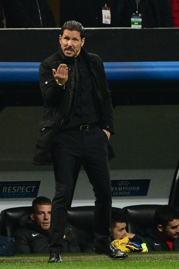 Diego Simeone da indicaciones a sus jugadores durante el partido del Atlético de Madrid ante el Milan.