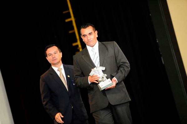En su año de estreno en la Primera, José Giacone, fue distinguido como el mejor técnico. Con él, Idalberto González, director de Unafut. | MEYLIN AGUILERA