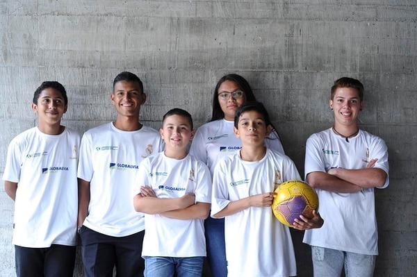 Los seis niños de Escuela Socio Deportiva Fundación Real Madrid Costa Rica visitaron las instalaciones de La Nación la semana anterior.