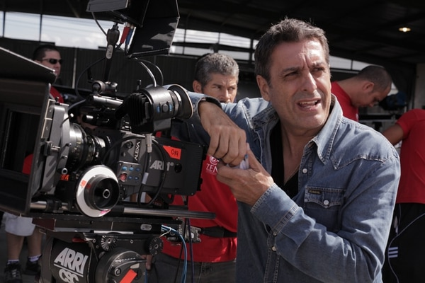 Mario Cardona, productor, director y fotógrafo será el productor ejecutivo de la serie. Zen Entertainment para LN