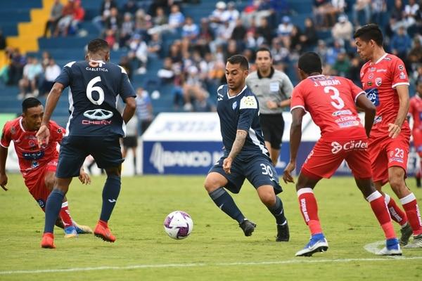 Diego Estrada (30) debutó con Cartaginés en la primera fecha del Torneo de Clausura 2020. El volante ingresó de cambio en el empate 2 a 2 ante Santos y disputó 28 minutos. Fotografía: Jorge Castillo.