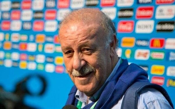 Vicente Del Bosque habla con los medios de comunicación tras el seminario de la FIFA, en Brasil.