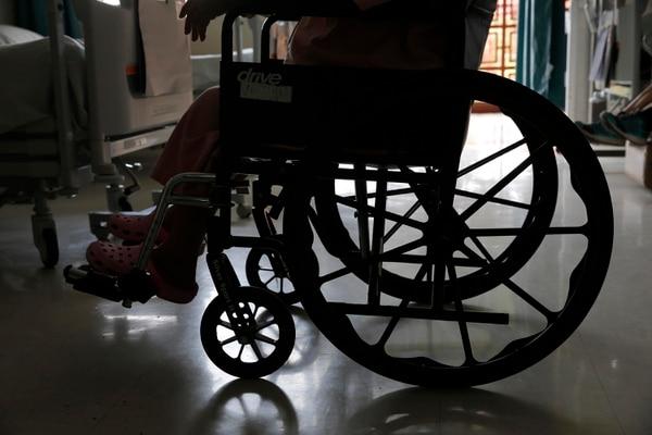 El país nunca ha construido un hospital especializado en la atención del adulto mayor. En el edificio que alberga al Hospital Nacional Geriátrico se atendió antes a enfermos tuberculosos y no tiene las condiciones para la población adulta mayor. Foto: Mayela López