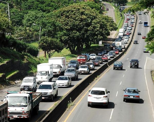 Las presas que se registran en diversos puntos de la carretera de Circunvalación son aprovechadas por los delincuentes para asaltar. | GRACIELA SOLÍS