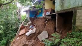 Lluvia deja tres casas inhabitables, daños en un colegio y afectación en caminos en San Carlos