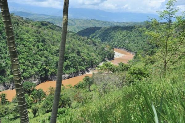 El río Grande de Térraba en Buenos Aires de Puntarenas sería afectado por el proyecto El Diquís. La imagen es de 2011, cuando la obra quedó en suspenso. Foto Abelardo Fonseca.