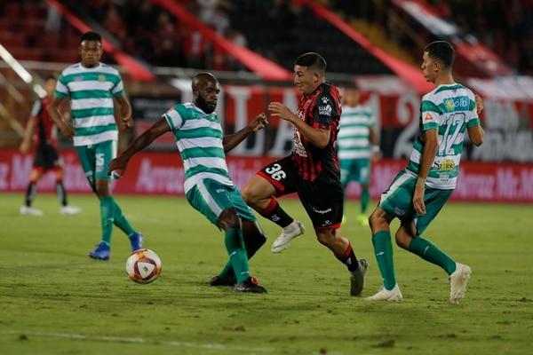 Facundo Zabala le genera ataque a la Liga por la izquierda. Foto: Mayela López