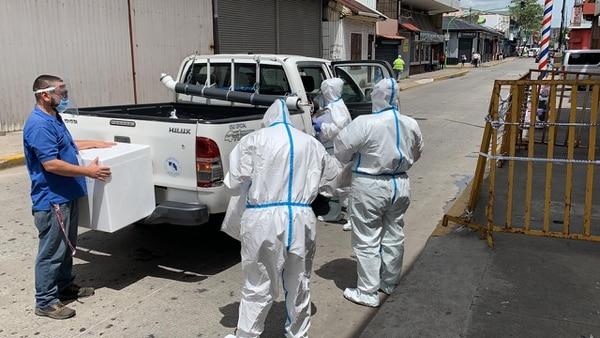 El 6 de julio, personal de salud hizo ingreso en cuarterías de la capital para verificar condiciones y hacer pruebas a inquilinos. Foto: Alonso Tenorio