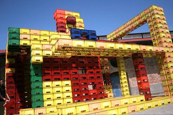 'La kaja de cajas' (2010) fue la primera obra de Bracci que usó cajas de cerveza como material de construcción.