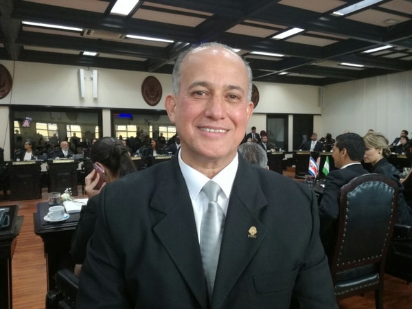 Luis Fernando Chacón, diputado del PLN, primer secretario del Congreso.