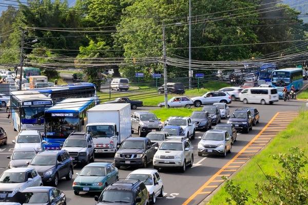El conocido cruce de La Galera, en Curridabat, están en un sector de alto tránsito. La intención es disminuir presas. Foto: Rafael Pacheco