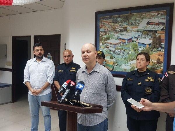 El ministro, Michael Soto, brindó detalles de los daños en el poliducto y la intervención policial en Barranca, Puntarenas. Foto: Carlos Láscarez