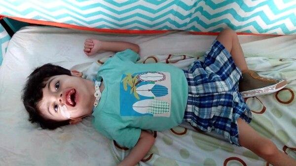 Ezequiel fue el hermano que más tiempo pasó en el hospital, pero ya está en su casa en Cartago. Fotografía tomada del Facebook Samuel y Ezequiel Unidos por amor