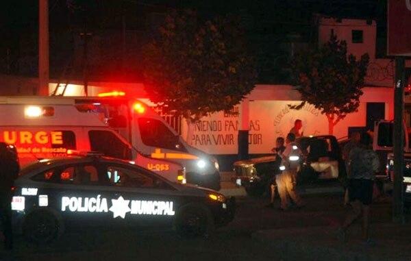Agentes de la Policía Municipal de Chihuahua y socorristas llegaron hasta el sitio para atender a los heridos.
