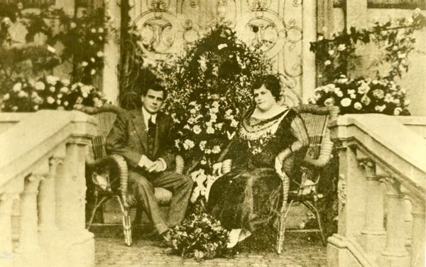 Federico Tinoco y su esposa María Fernández Le Cappellain. El apoyo al dictador desapareció rápidamente. Foto: Archivo LN.