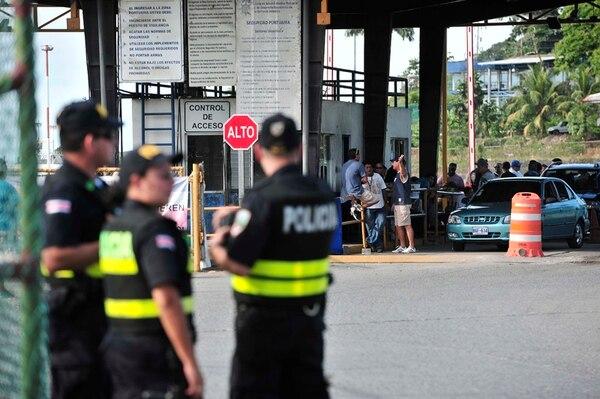 Las autoridades de los puertos de Limón dicen que trabajan con normalidad después de la intervención policial el miércoles antepasado.   JOHN DURÁN