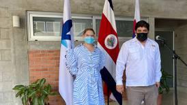 Carlos Alvarado califica de 'canallada y cochinada' insinuaciones de diputados sobre él y Claudia Dobles