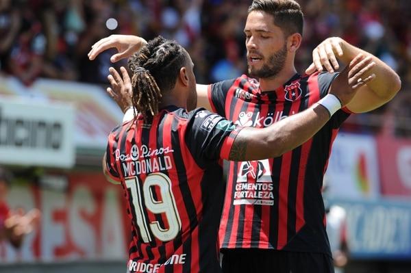 Jonathan McDonald y Jonathan Moya son dos de los jugadores que recupera la Liga, luego de que el viernes pasado tuvo nueve bajas. Fotografía: Jorge Castillo
