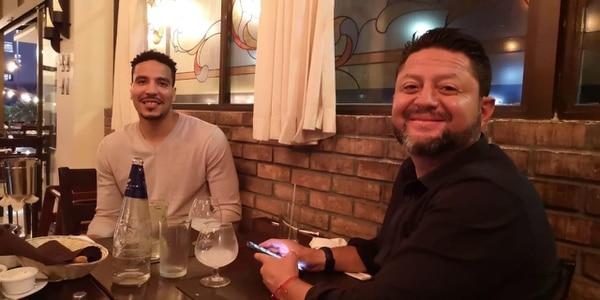 En marzo anterior, tras su salida de Alajuelense, se dio el primer acercamiento entre Esteban Alvarado y el gerente y entrenador del Herediano, Jafet Soto, al ser fotografiados cenando.