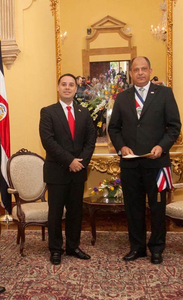 Solís saluda al embajador de Venezuela, Jesús Javier Arias. | PRESIDENCIA