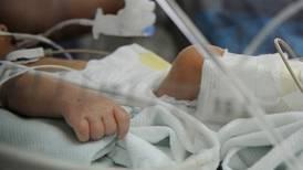'Virus respiratorio asesino' pone en jaque a hospital de Niños mientras suben casos infantiles de covid-19